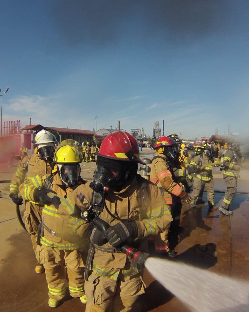 possible-cover Refinery Offers Training for Volunteer Firefighters